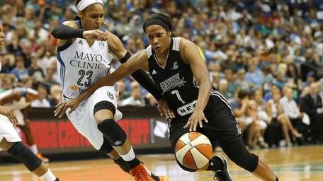 San Antonio Stars guard Jia Perkins (7) pushes