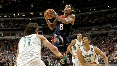 Derrick Rose (6), of the Chicago Bulls, drives