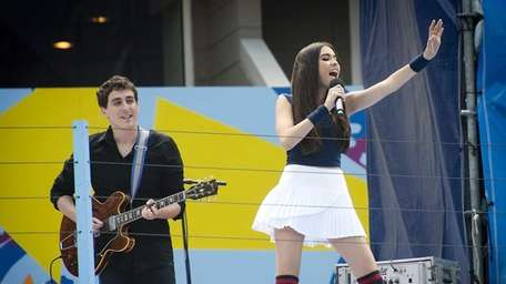 Madison Beer performing in Arthur Ashe Stadium during