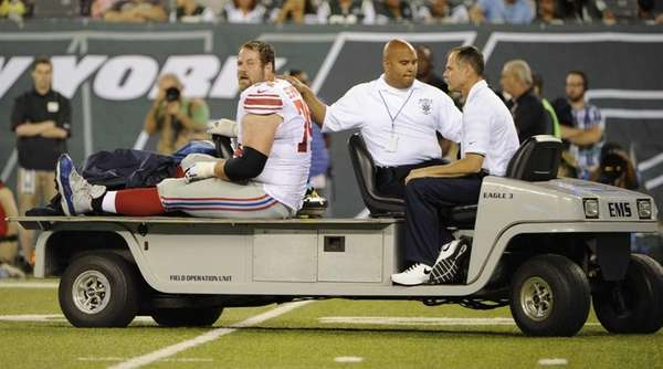 Giants offensive guard Geoff Schwartz is carted off