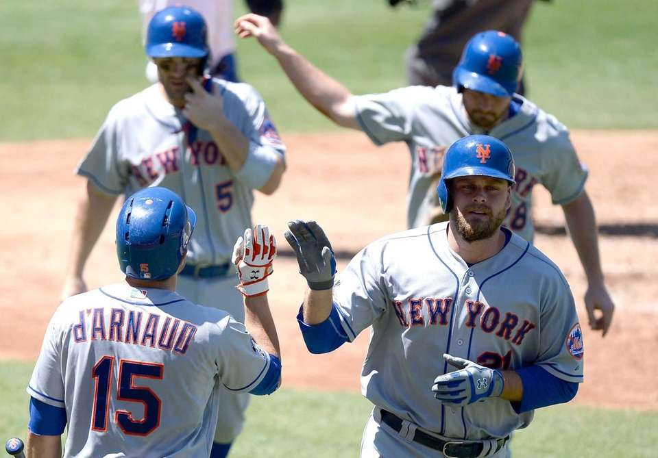 The Mets' Lucas Duda celebrates his three-run home
