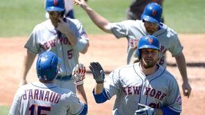 The Mets' Lucas Duda celebrates his three-run home