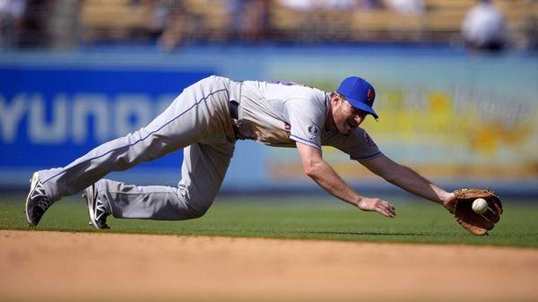 Mets second baseman Daniel Murphy can't reach a