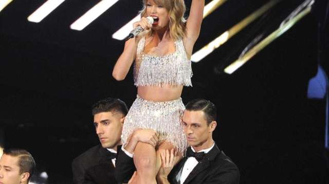 Taylor Swift performs at the MTV Video Music