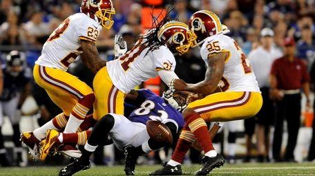 Washington Redskins strong safety Brandon Meriweather tackles wide