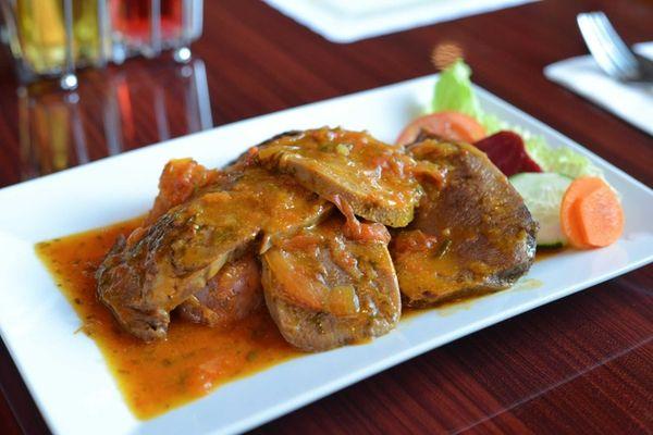 Lengua en salsa is tongue in a Creole