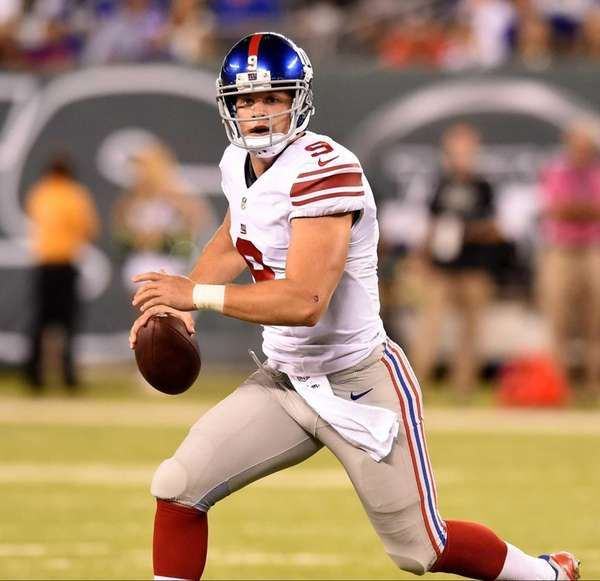 Giants quarterback Ryan Nassib looks to pass during