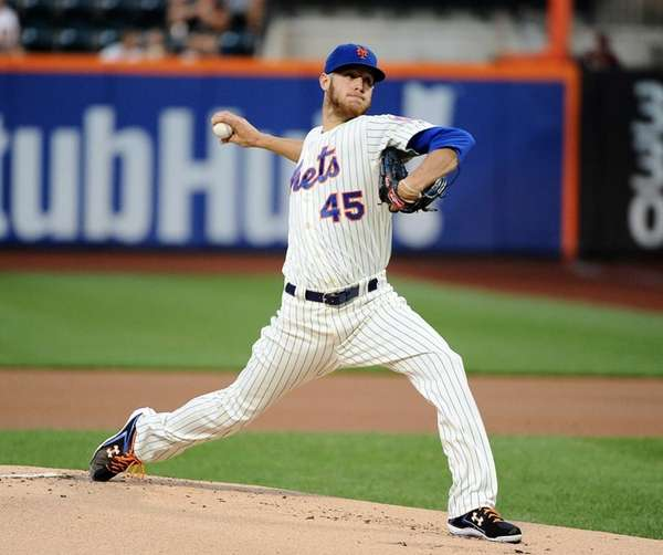 Zach Wheeler of the Mets pitches against the