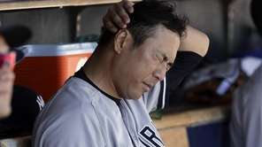Yankees pitcher Hiroki Kuroda rubs his head in
