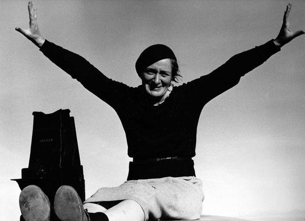 Dorothea Lange with Graflex in 1937, as seen