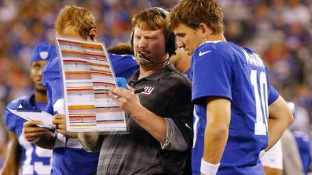 Offensive coordinator Ben McAdoo of the Giants goes