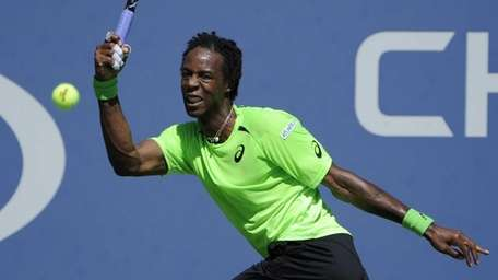 Gael Monfils returns to Alejandro Gonzalez during a