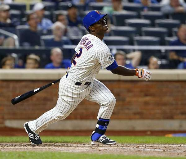 Dilson Herrera of the Mets flies out in