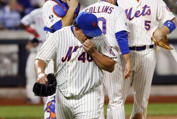 Bartolo Colon of the Mets leaves a game