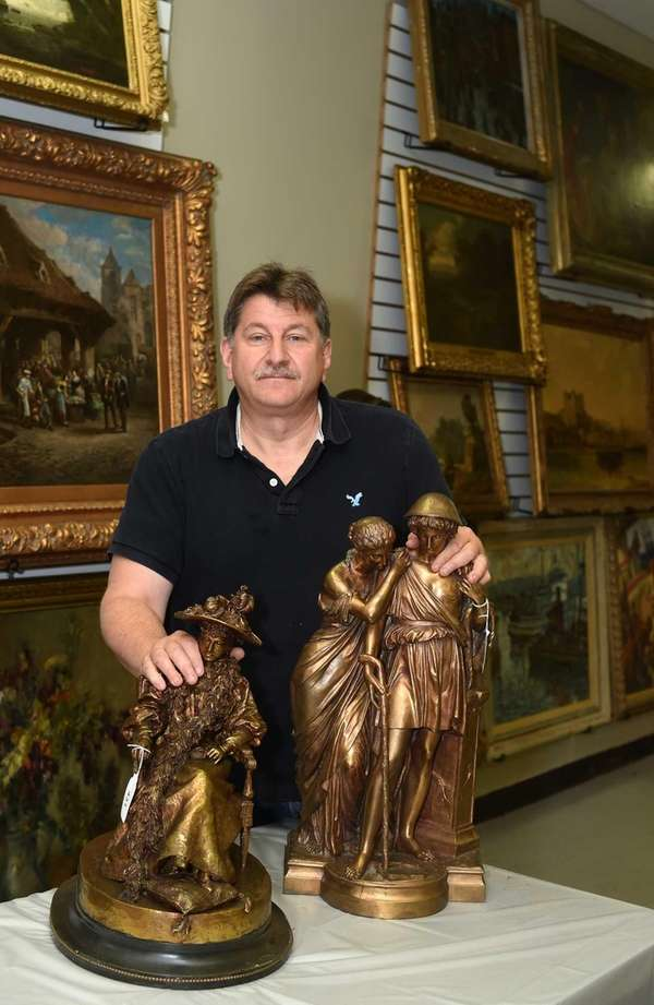 Philip Weiss, President of Philip Weiss Auctions with