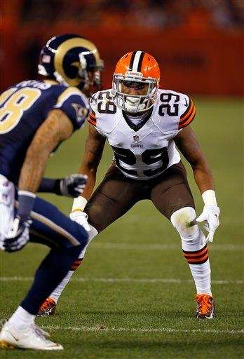 Cleveland Browns cornerback Leon McFadden (29) defends against