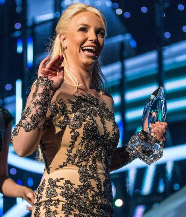 Singer Britney Spears accepts the Favorite Pop Artist