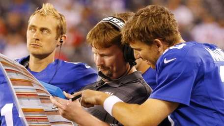 Giants offensive coordinator Ben McAdoo goes over a