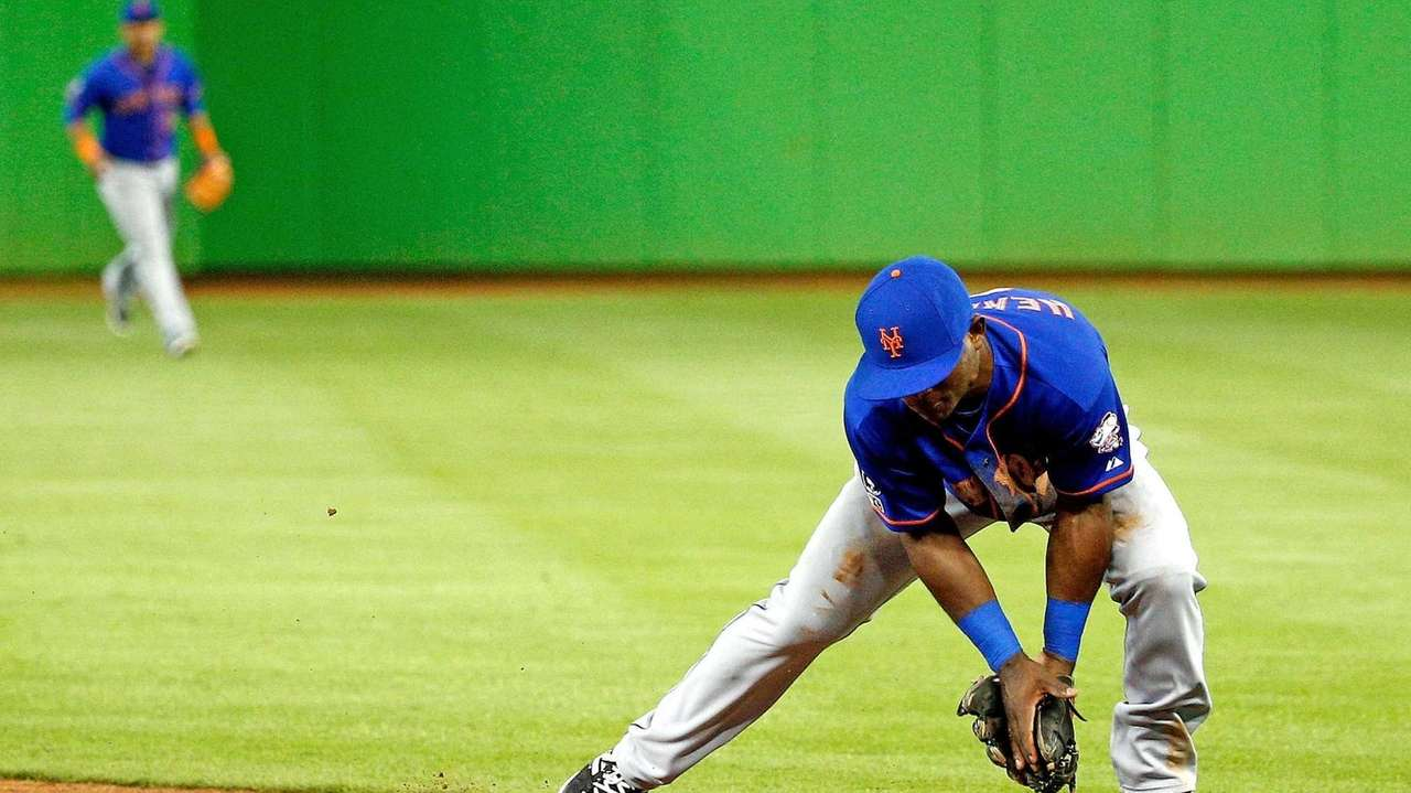 The Mets' Dilson Herrera bobbles a ground ball