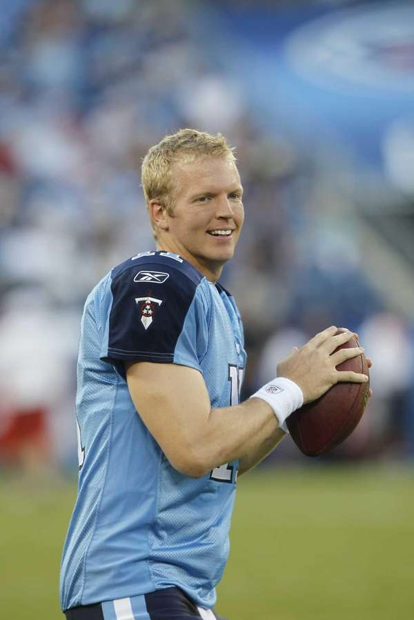 Tennessee Titans quarterback Chris Simms warms up before