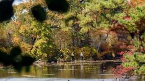 Spectacular autumn colors light up Connetquot River State