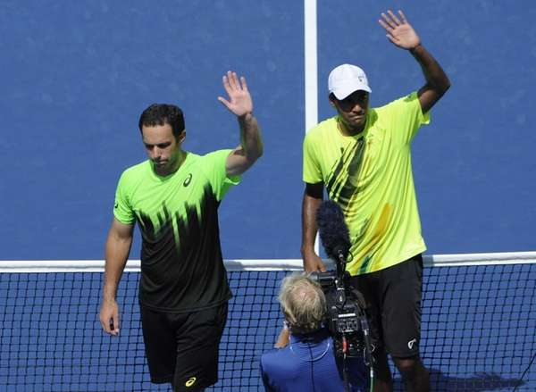 Scott Lipsky and Rajeev Ram wave to fans