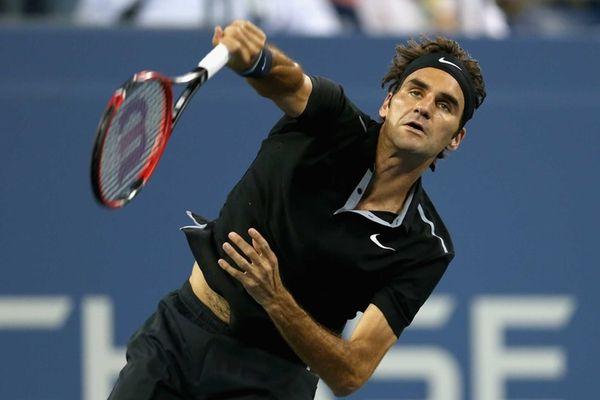 Roger Federer of Switzerland serves to Roberto Bautista