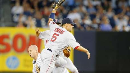 Brett Gardner of the Yankees is tagged out