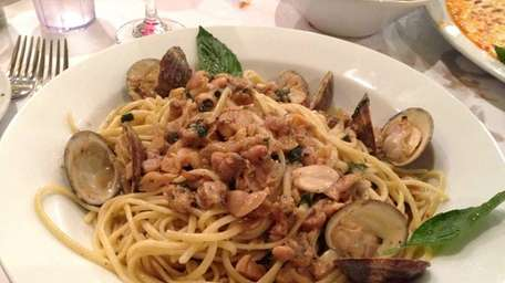 Linguine with white clam sauce at Mama Mia