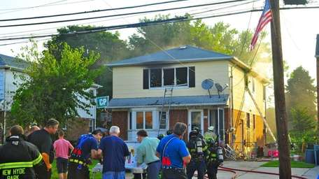 Two firefighters were hurt while extinguishing a fire