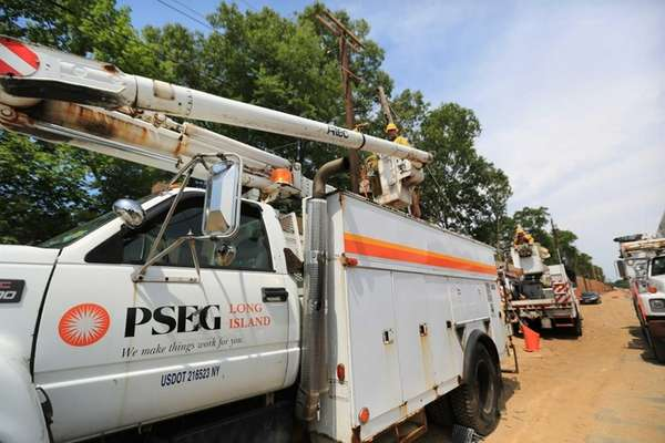 PSEG Long Island crews work to transfer power