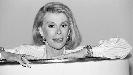 Joan Rivers announces her syndicated talk show,