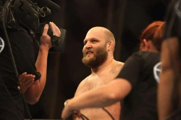Heavyweight Ben Rothwell knocked out Alistair Overeem in