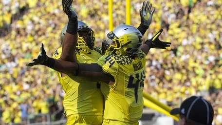 Oregon Ducks defensive lineman DeForest Buckner (44) celebrates