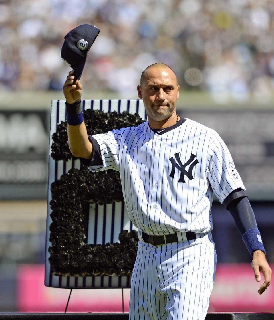 Yankees shortstop Derek Jeter waves to the crowd