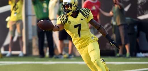 Oregon wide receiver Keanon Lowe scores a touchdown