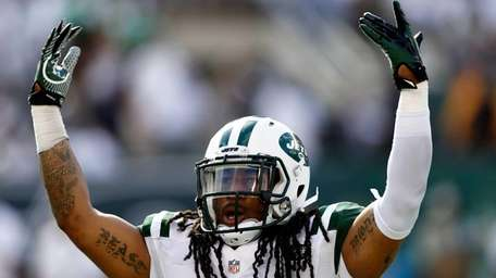 The Jets' Calvin Pryor motions the crowd during