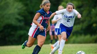 MacArthur's Arianna Montefusco (10) battles for the ball