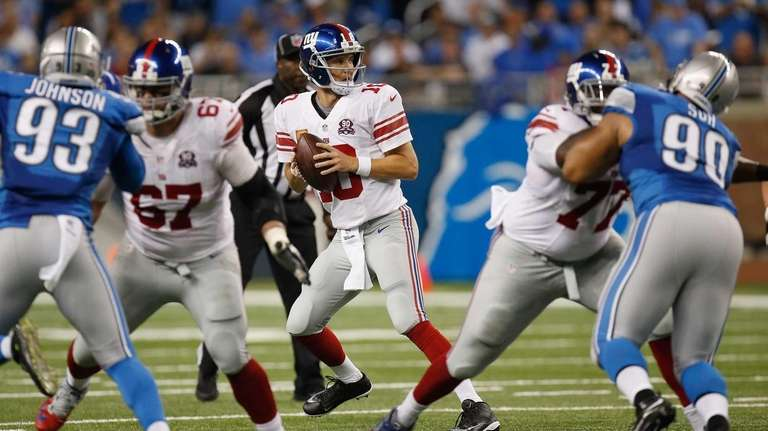 Eli Manning of the Giants looks to throw