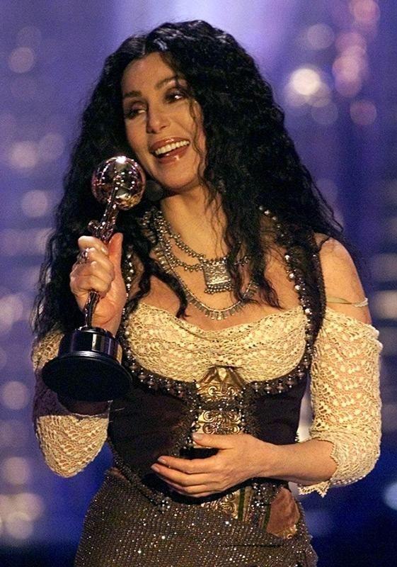 Cher raises her award for lifelong contribution to