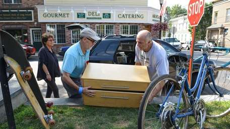 Mike Lennon, right, helps a customer load a