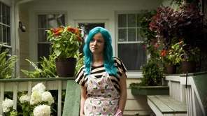 "Juliette Lewis plays a mom in ""Kelly &"