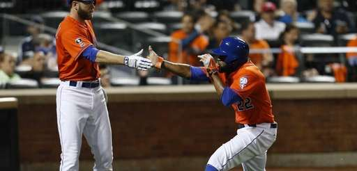Eric Young Jr. of the Mets celebrates with
