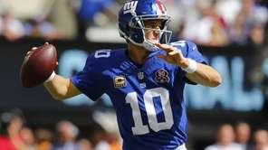 Eli Manning #10 of the Giants looks to