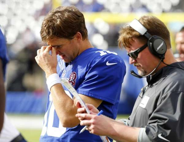 Eli Manning #10 of the Giants and offensive
