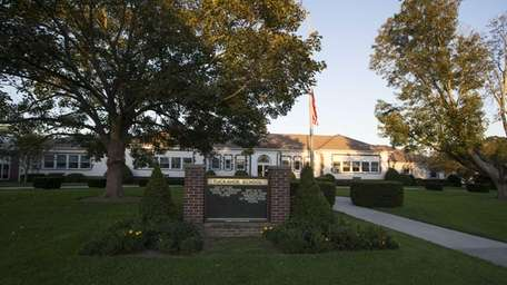 Residents who want Southampton and Tuckahoe schools to