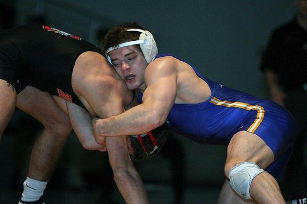 Hofstra's Jonny Bonilla-Bowman, right, wrestles Ohio State's Jason