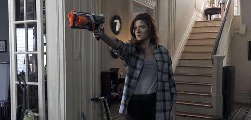 Debra Messing as Laura Diamond in the pilot