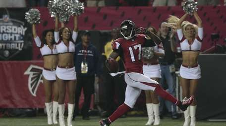 Atlanta Falcons wide receiver Devin Hester runs back
