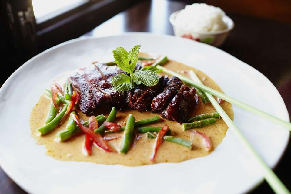 Panang duck with coconut sauce and green beans